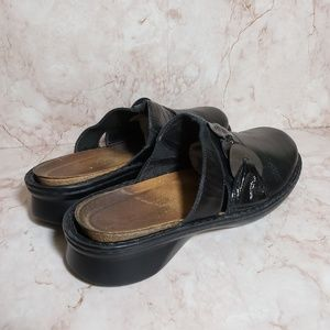Naot black leather woman mules size 41